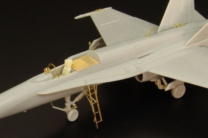 F/A-18C (Revell) - [1:144]